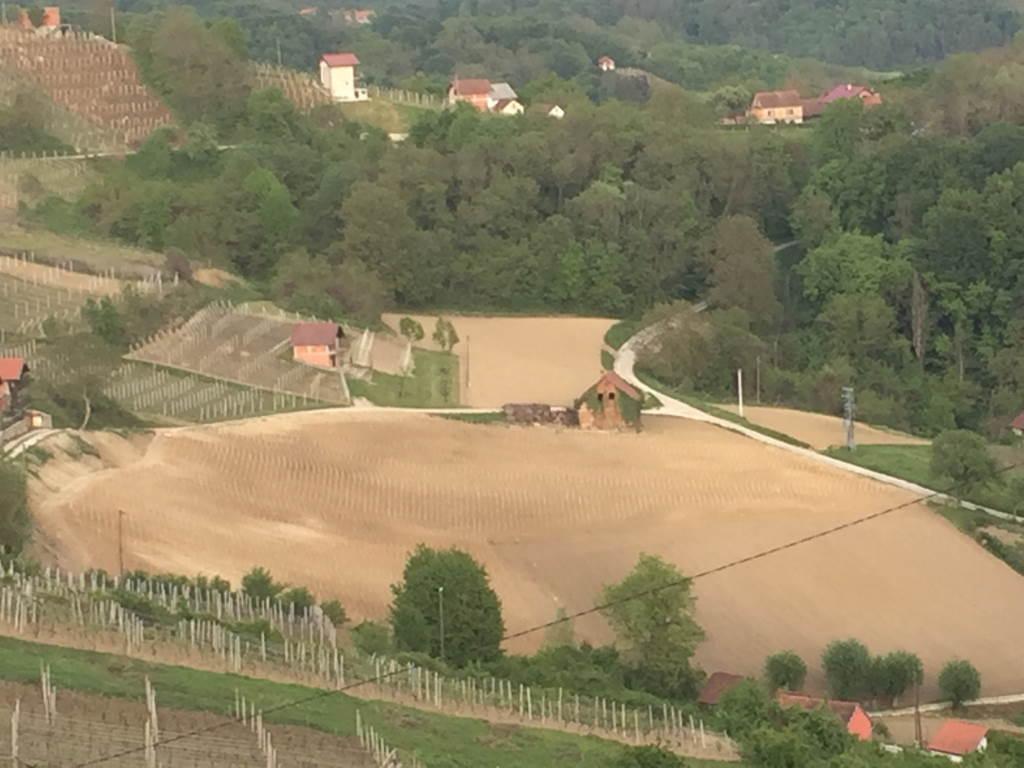 Pozicija naših vinograda omogućuju dobru mikroklimatski položaj